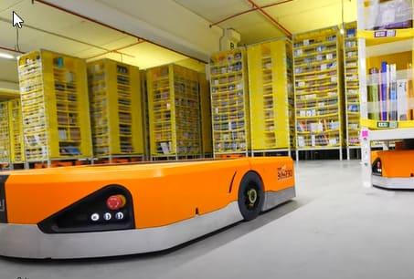 Amazon es una de las multinacionales que más está invirtiendo en la robotización de sus almacenes